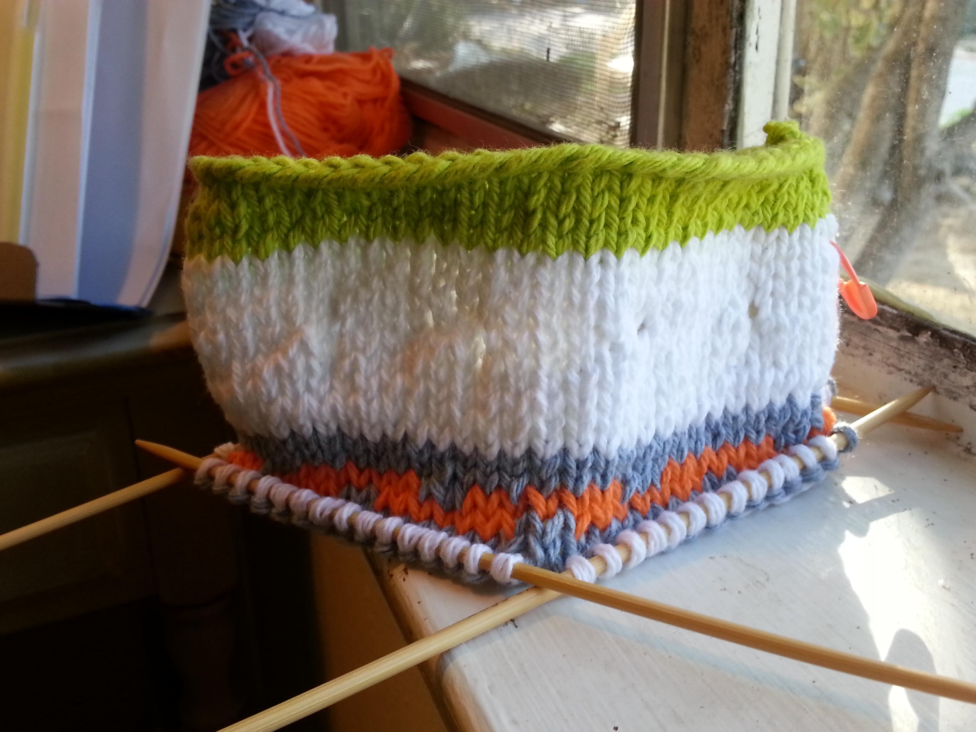 Beta: a chalk bag knitting pattern for rock climbers! – knitbyahenshop